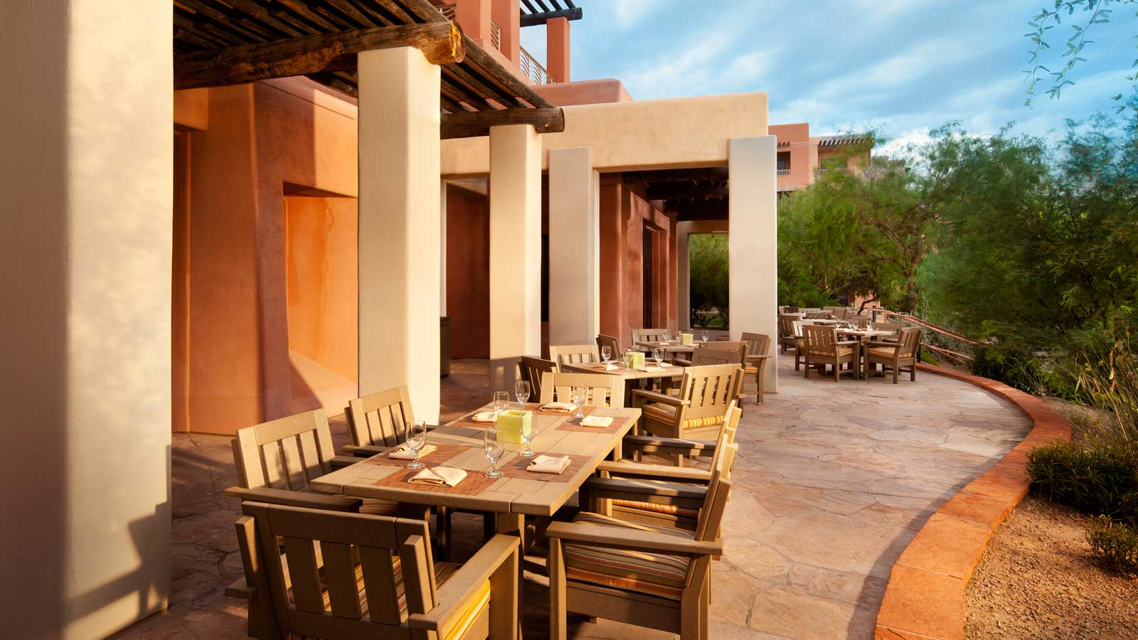 Phoenix Resort Wedding Venue - Outdoor patio